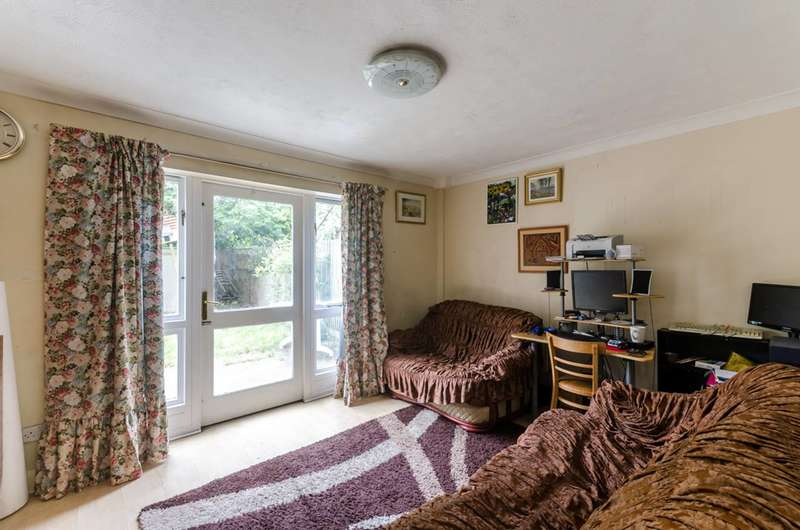 2 Bedrooms Terraced House for sale in Hainton Close, Shadwell, E1