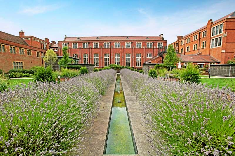 2 Bedrooms Apartment Flat for rent in Abbey Gardens Upper Woolhampton RG7