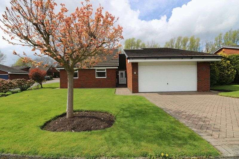 4 Bedrooms Property for sale in Cadshaw Close, Warrington