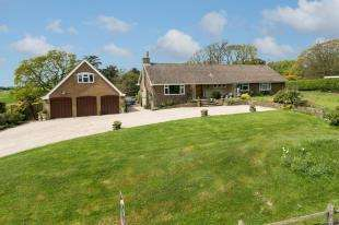 5 Bedrooms Bungalow for sale in Church Road, Herstmonceux, East Sussex
