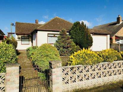3 Bedrooms Bungalow for sale in Queens Drive, Skegness, Lincolnshire