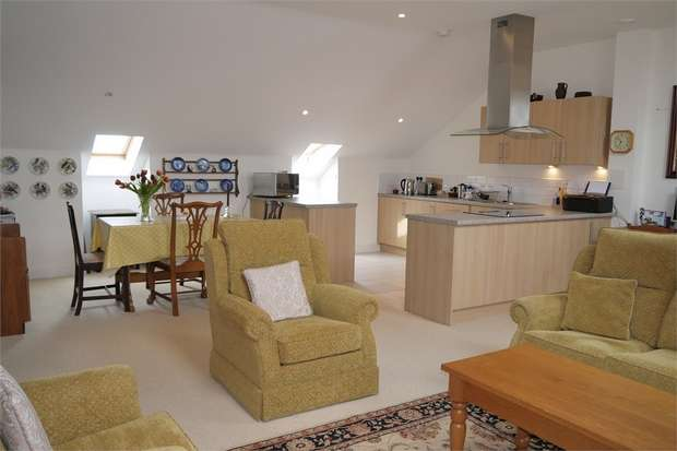 2 Bedrooms Flat for sale in Welland Place, St Marys Road, Market Harborough