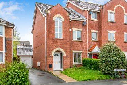4 Bedrooms Semi Detached House for sale in Goodwood Drive, Adswood, Stockport, Cheshire
