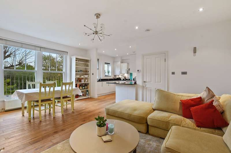 3 Bedrooms Flat for sale in Compayne Gardens, South Hampstead, London, NW6