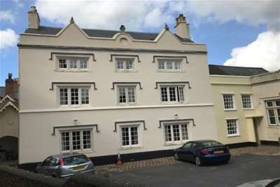 2 Bedrooms Flat for rent in Central Honiton