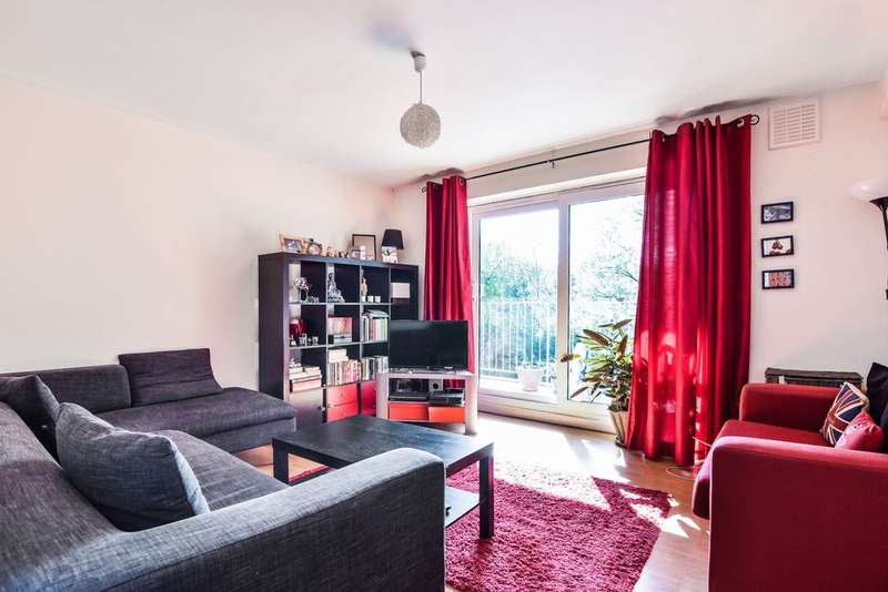 2 Bedrooms Flat for sale in Wells Park Court, Taylors Lane, Sydenham, SE26
