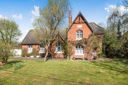 3 Bedrooms Detached House for sale in Whinburgh, Norfolk