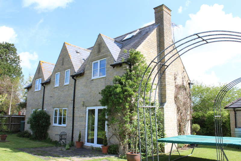 6 Bedrooms Detached House for sale in The Street, Castle Eaton