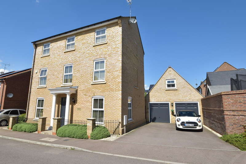5 Bedrooms Town House for sale in Felstead Crescent, Stansted