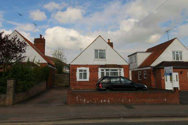 3 Bedrooms Detached House for sale in Whitley Wood Lane, Reading