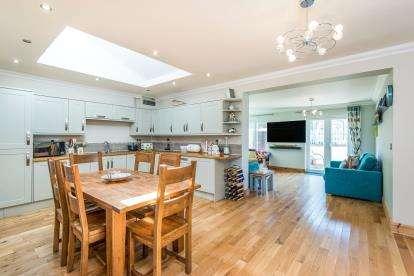 4 Bedrooms Bungalow for sale in Norwich, Norfolk