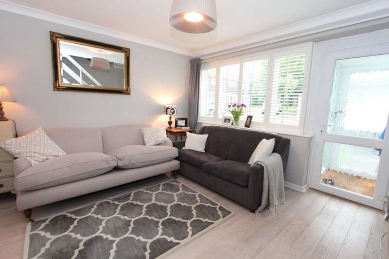 3 Bedrooms Semi Detached House for sale in Tarrington Close, London, London, SW16
