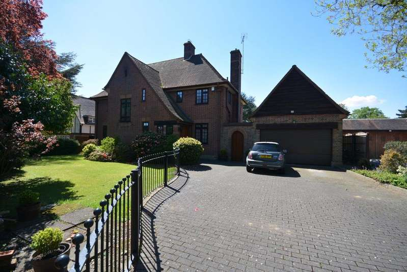 4 Bedrooms Detached House for sale in Nelmes Way, Emerson Park, Hornchurch RM11