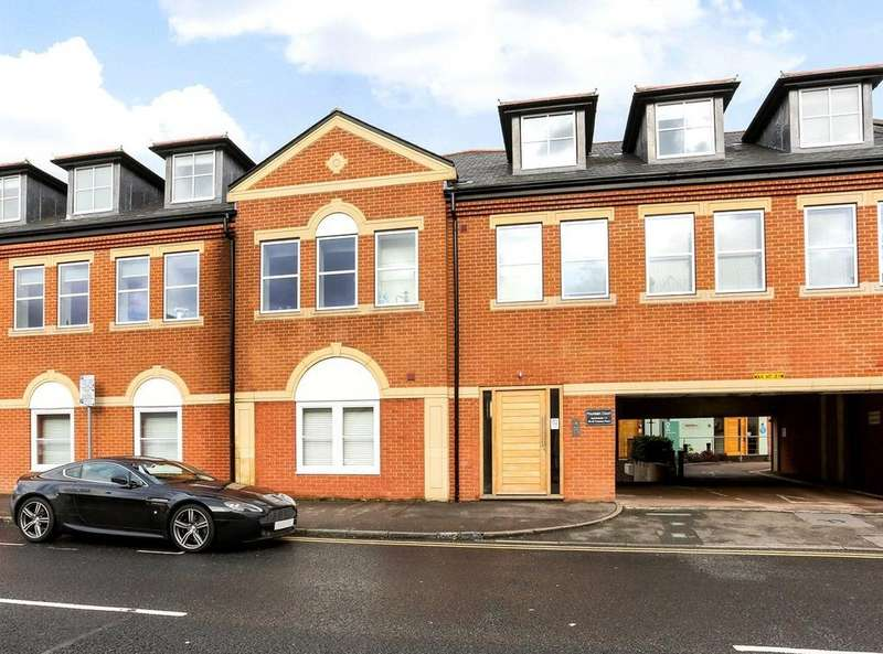 2 Bedrooms Flat for sale in Fountain Court, 28-32 Frances Road, Windsor, Berkshire, SL4