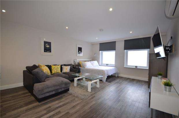 Apartment Flat for sale in Stratfield House, 265 High Street, Crowthorne