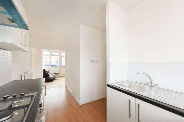 2 Bedrooms Maisonette Flat for sale in Latona road Latona Road, Camberwell, SE15