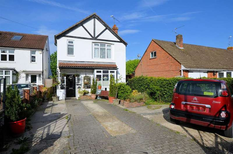 4 Bedrooms Detached House for sale in St. Michaels Road, Tilehurst, Reading