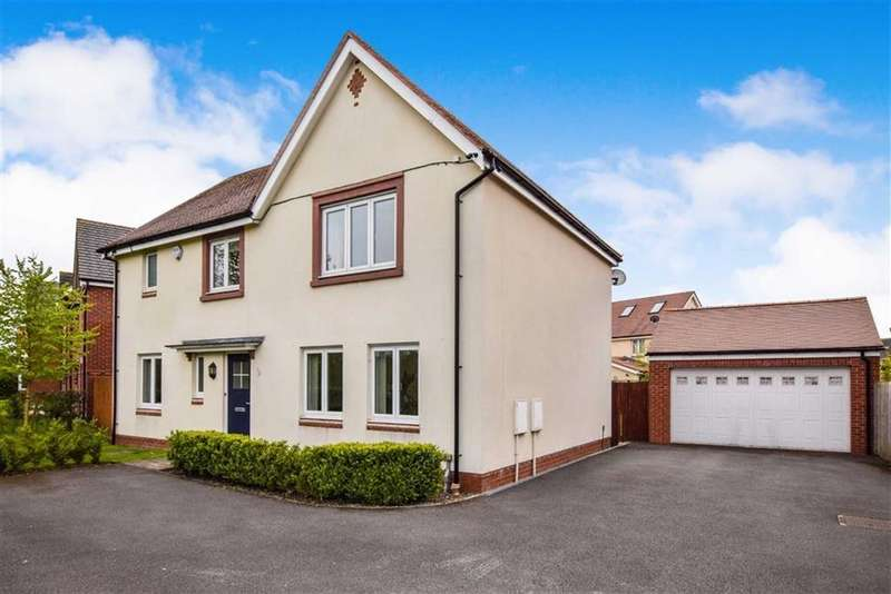 4 Bedrooms Detached House for sale in Avensbeck, Timperley, Cheshire, WA14