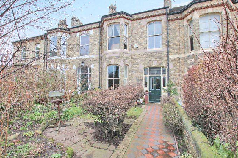 4 Bedrooms Terraced House for sale in Hilda Place, Saltburn-By-The-Sea