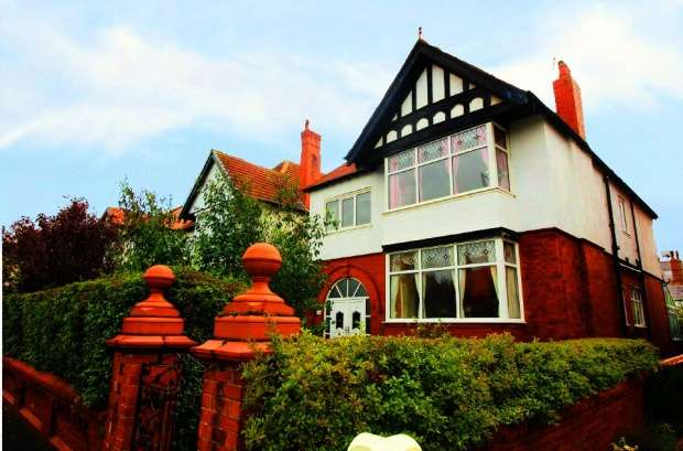 5 Bedrooms Detached House for sale in St. Thomas Road,, Lytham St Annes, Lancashire, FY8 1JL