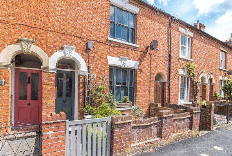 3 Bedrooms Terraced House for sale in Bury Avenue, Newport Pagnell