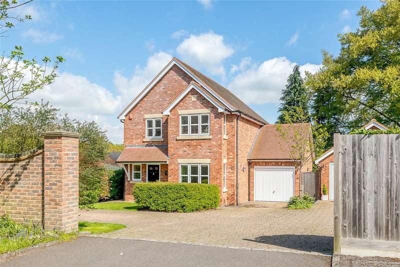 4 Bedrooms Detached House for sale in Napper Close, Ascot, Berkshire