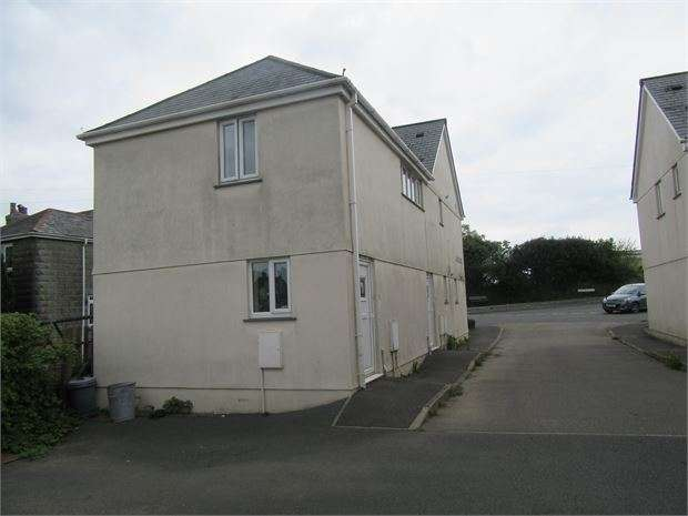 2 Bedrooms Flat for rent in Chestnut Close, Bere Alston, Plymouth, Devon. PL20 7EN