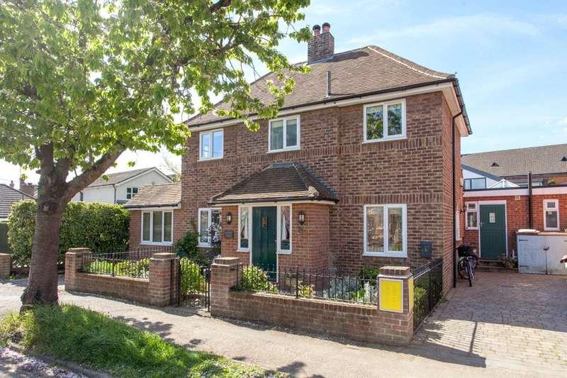 3 Bedrooms Detached House for sale in Claremont Gardens, Marlow, Buckinghamshire, SL7