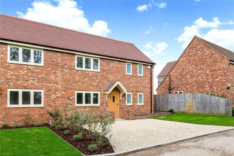 3 Bedrooms Semi Detached House for sale in Lynnens View, Oakley, Aylesbury, HP18