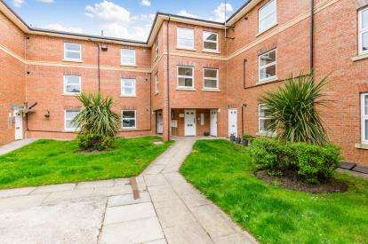2 Bedrooms Flat for sale in Clarendon House, Uplands Road, Darlington, County Durham