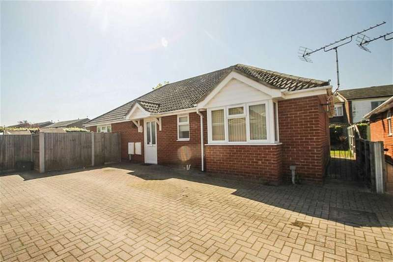 3 Bedrooms Detached Bungalow for sale in The Lane, Clacton-on-Sea
