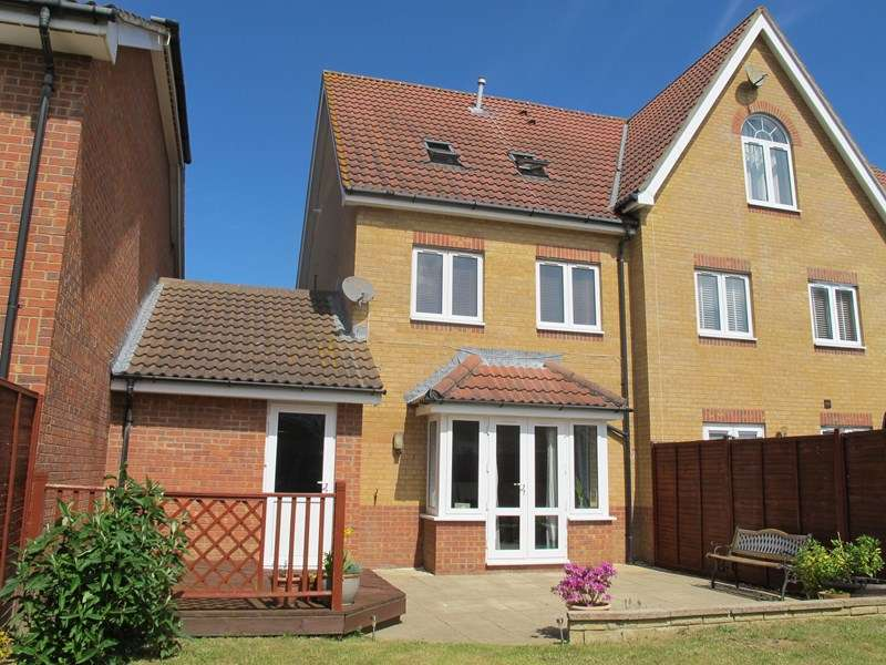 3 Bedrooms Town House for sale in Hoverfly Close, Lee-On-The-Solent