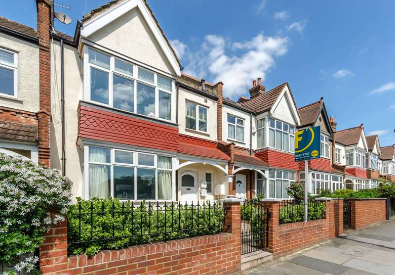 3 Bedrooms Flat for sale in Burntwood Lane, Wandsworth Common, SW17
