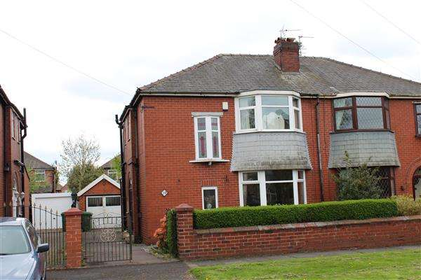 3 Bedrooms Semi Detached House for sale in St Georges Square, Oldham
