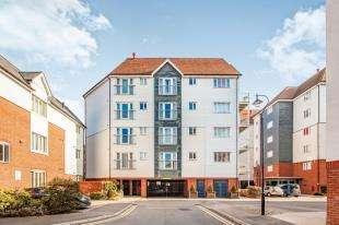 2 Bedrooms Flat for sale in Westwood Drive, Canterbury, Kent, U.K