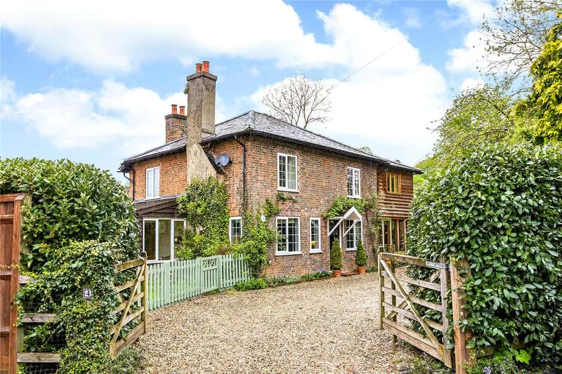 4 Bedrooms Detached House for sale in The Sidings, Station Road, Woolhampton, Reading, RG7