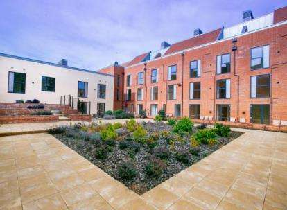 2 Bedrooms Flat for sale in Candleford Court, Buckingham, Buckinghamshire, Bucks