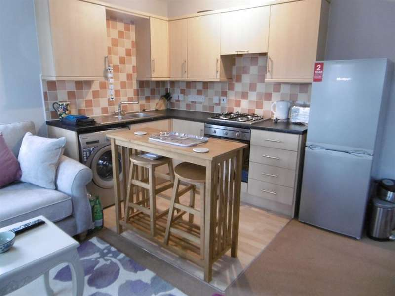 2 Bedrooms Flat for sale in Lea Place, Gainsborough, DN21 1BA