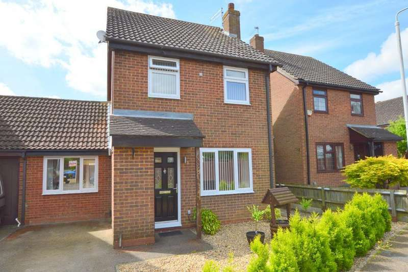 3 Bedrooms Detached House for sale in The Dell, Wigmore, Luton, LU2 8SX