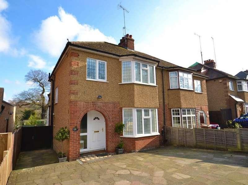 3 Bedrooms Semi Detached House for sale in Watling Street, Radlett