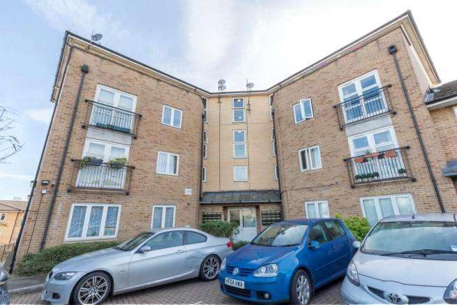 2 Bedrooms Flat for sale in Buxhall Crescent, London