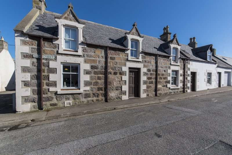 3 Bedrooms Cottage House for sale in New Street, Portknockie, Buckie, Moray, AB56 4LR