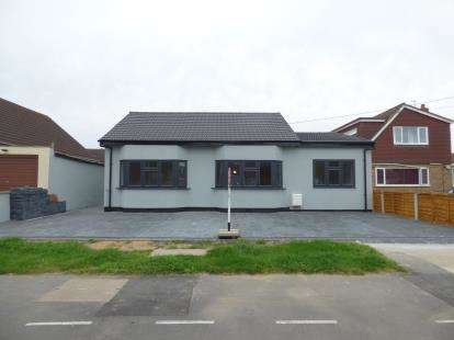 5 Bedrooms Bungalow for sale in Rainham, Essex, .