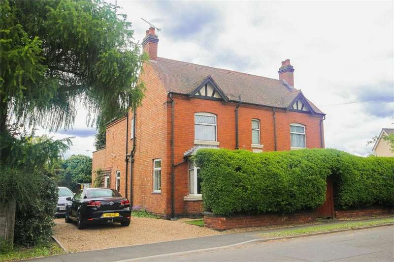 3 Bedrooms Detached House for sale in Shilton Lane, Bulkington, Bedworth, Warwickshire