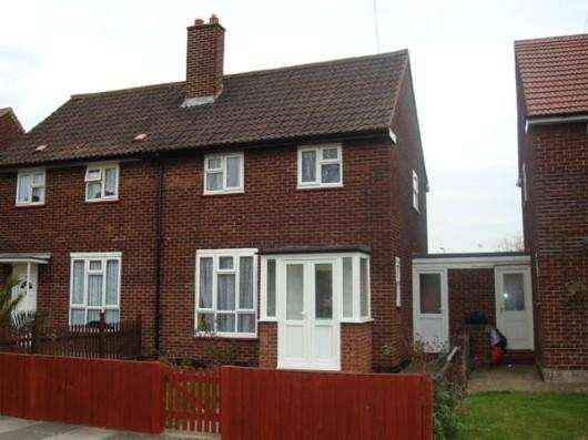 3 Bedrooms House for sale in Charlton Crescent, Barking, IG11