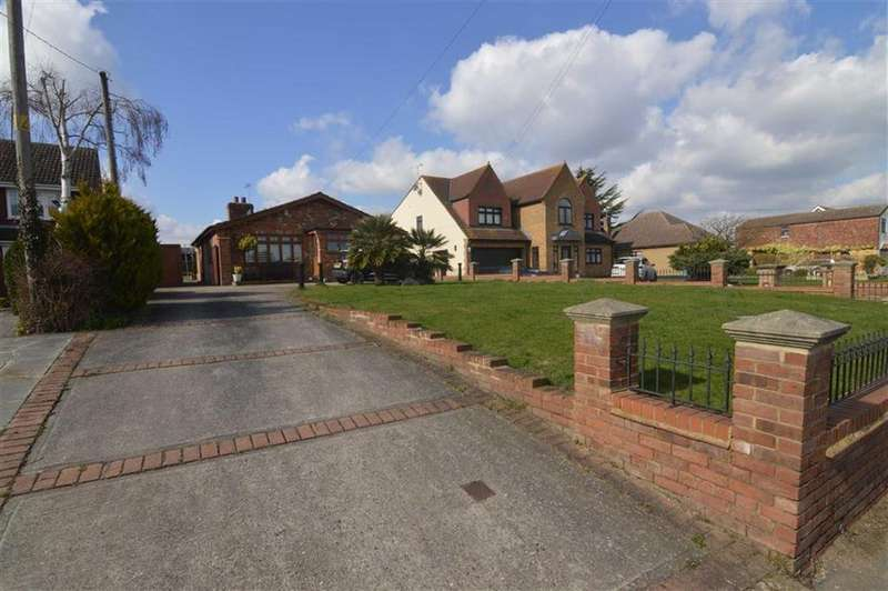 2 Bedrooms Bungalow for sale in High Road, Fobbing, Essex