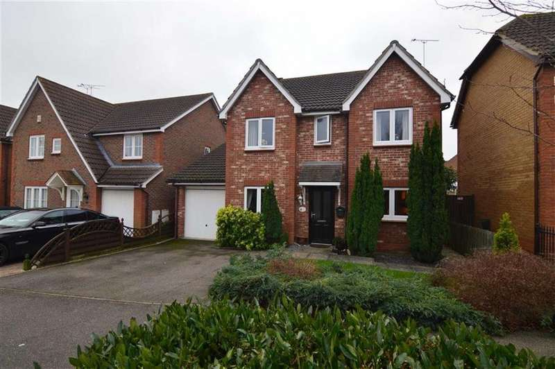 4 Bedrooms Detached House for sale in Farne Drive, Wickford, Essex