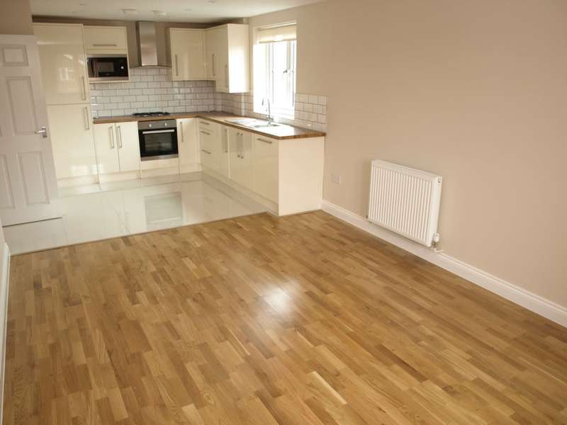 2 Bedrooms Apartment Flat for rent in Somerset Road, Farnborough, GU14