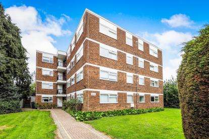 1 Bedroom Flat for sale in Close, South Woodford, London