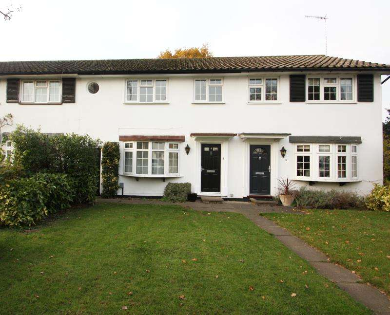3 Bedrooms Terraced House for rent in Church Road, Byfleet, KT14 7EQ